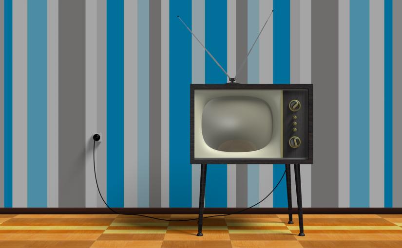 Samotny odpoczynek przed telewizorem, lub niedzielne serialowe popołudnie, umila nam czas wolny oraz pozwala się zrelaksować.